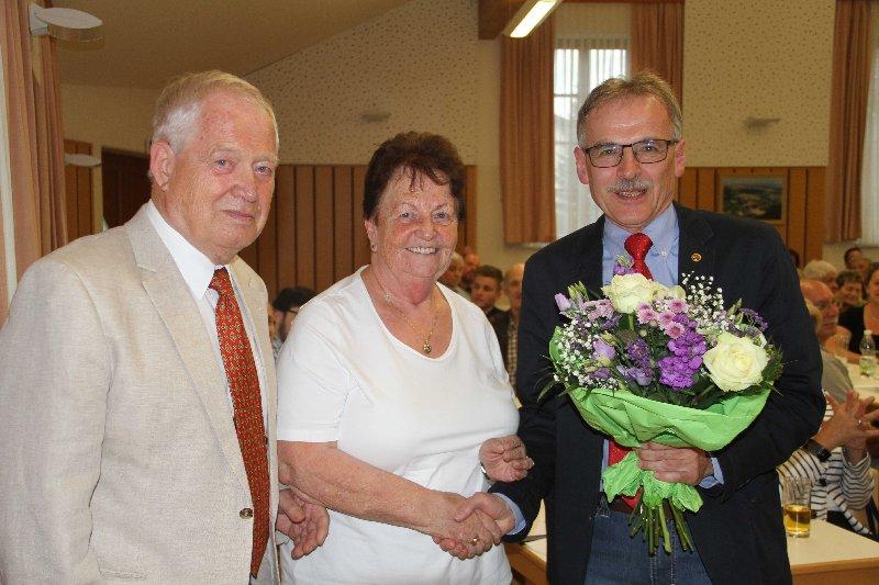 Ehrenobmann Heinz Oberer mit Gattin Gerda und Obfrau-Stv. Dir. Jürgen Podloutzky