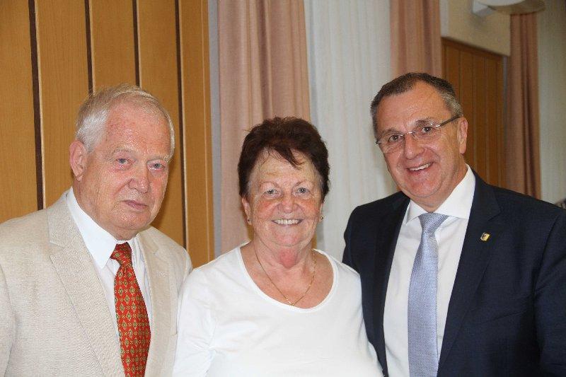 Ehrenobmann Heinz Oberer mit Gattin Gerda und Bürgermeister ASKÖ-NÖ-Präsident Rupert Dworak